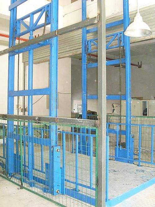 成都厂家直销导轨式货梯 链条式升降机平台厂房简易货梯 液压货梯